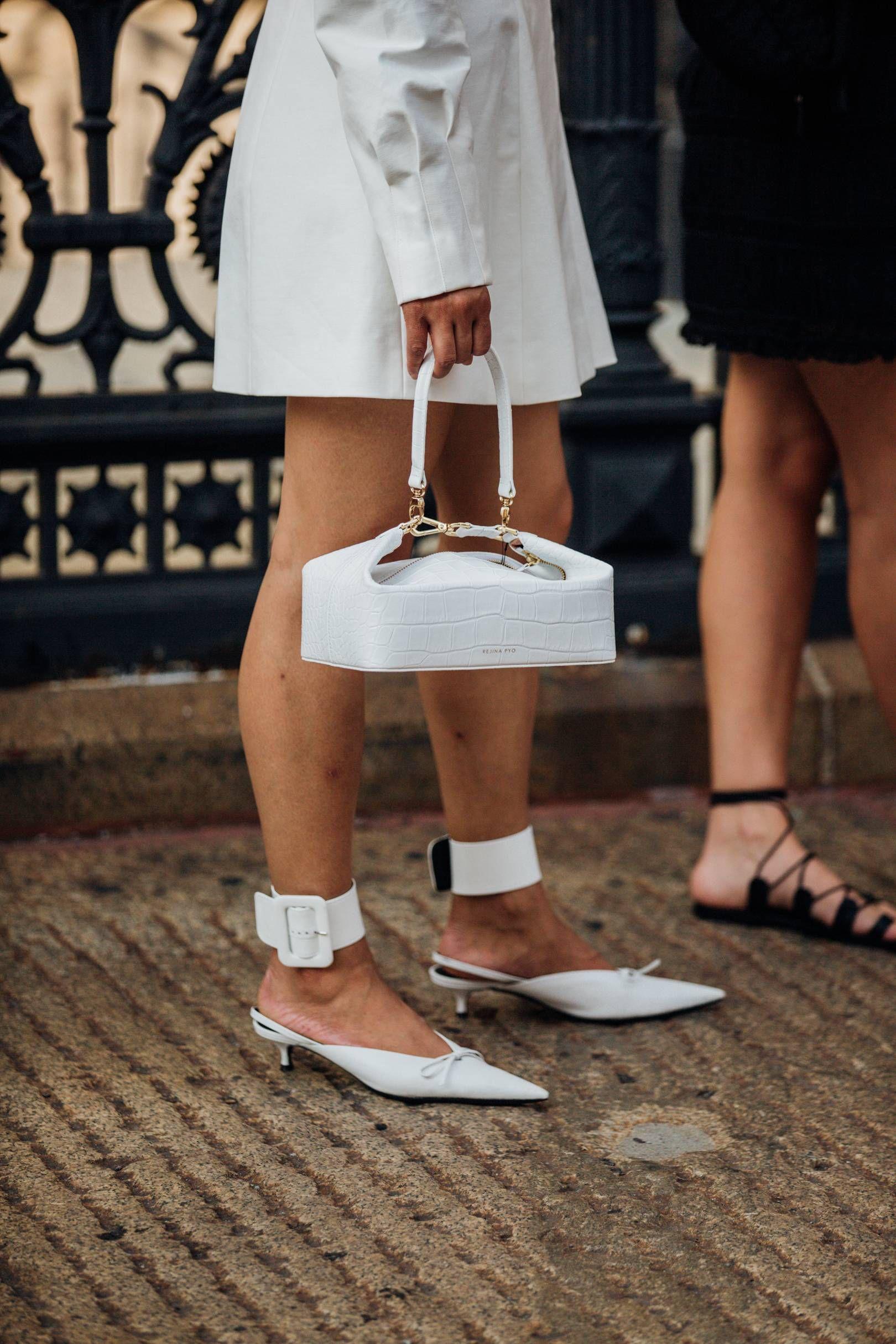 túi xách rejina pyo olivia bag màu trắng tuần lễ thời trang new york