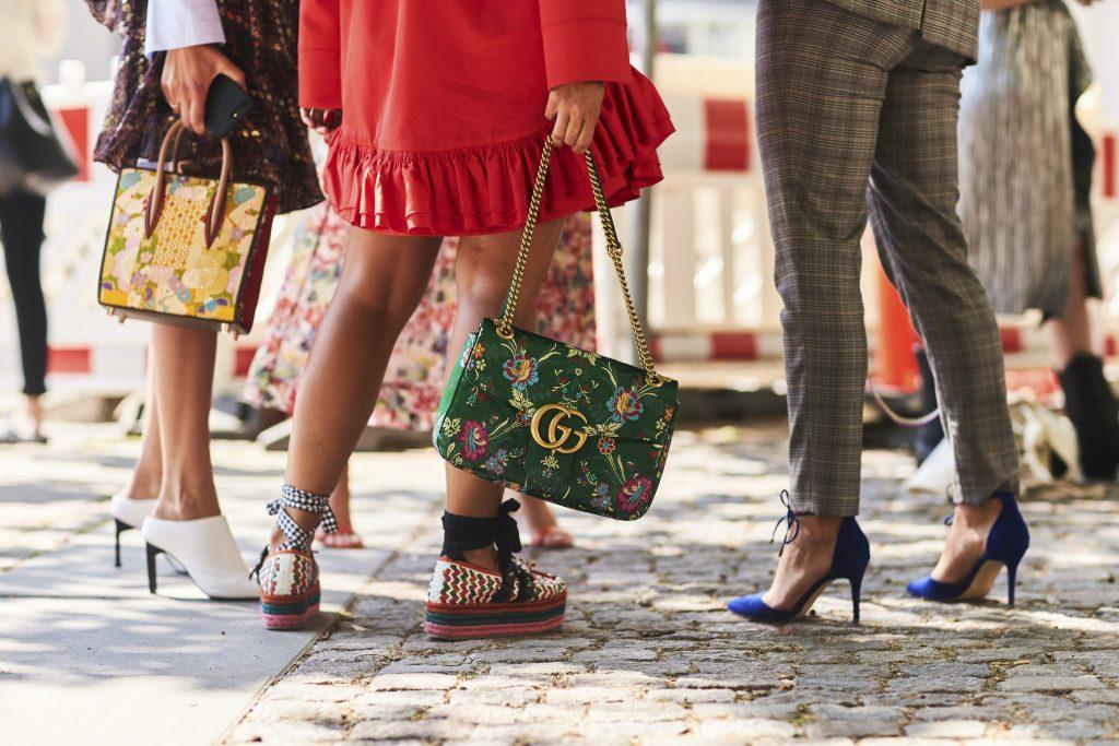 túi xách gucci marmont màu xanh lá họa tiết hoa tuần lễ thời trang copenhagen