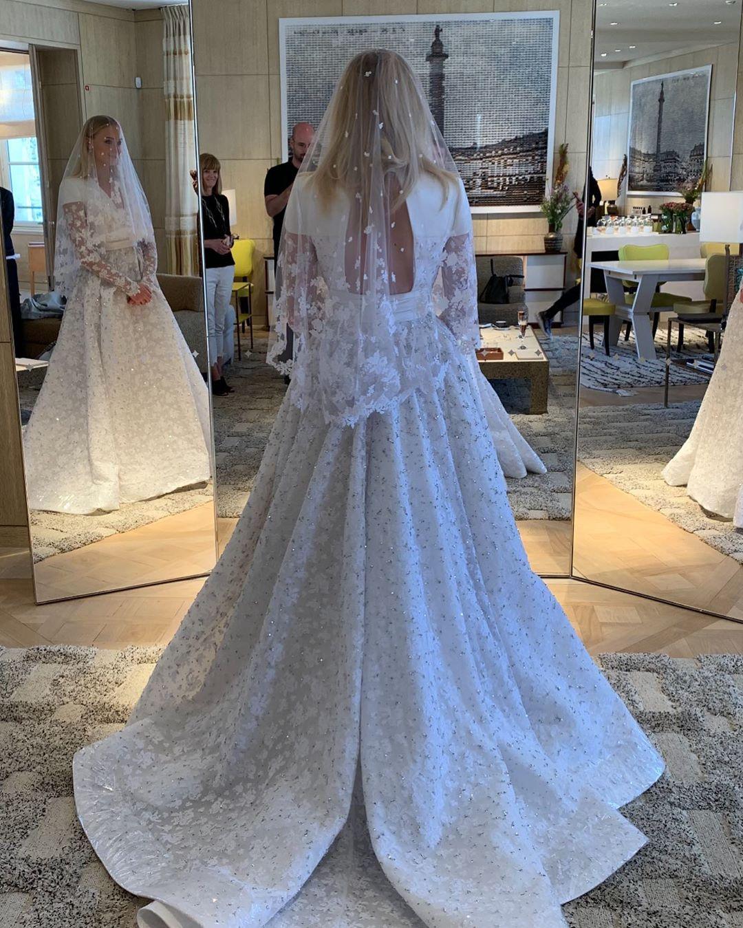 ảnh chụp váy cưới của sophie turner