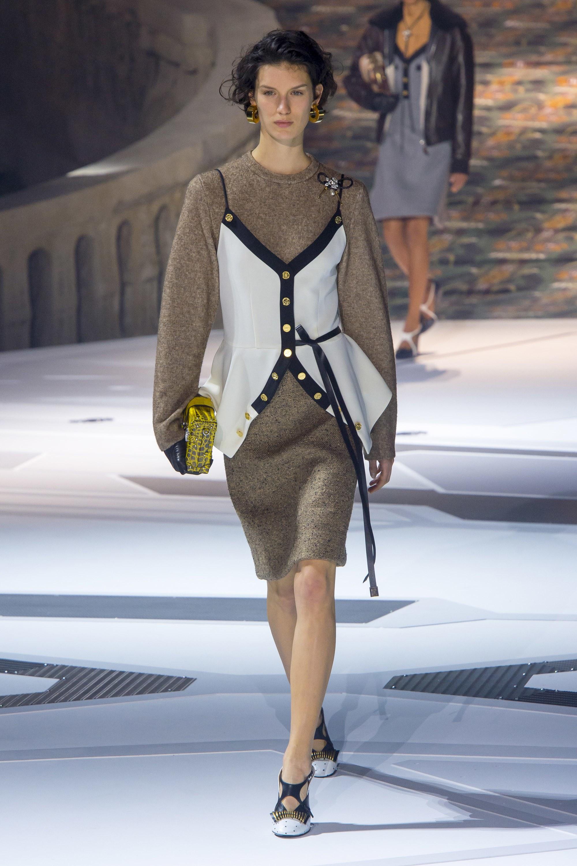 Người mẫu Hà Lan Marte Mei trình diễn BST Louis Vuitton Thu - Đông 2018