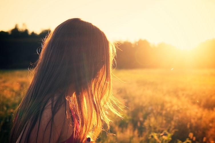 ánh nắng mặt trời là một trong những nguyên nhân rụng tóc