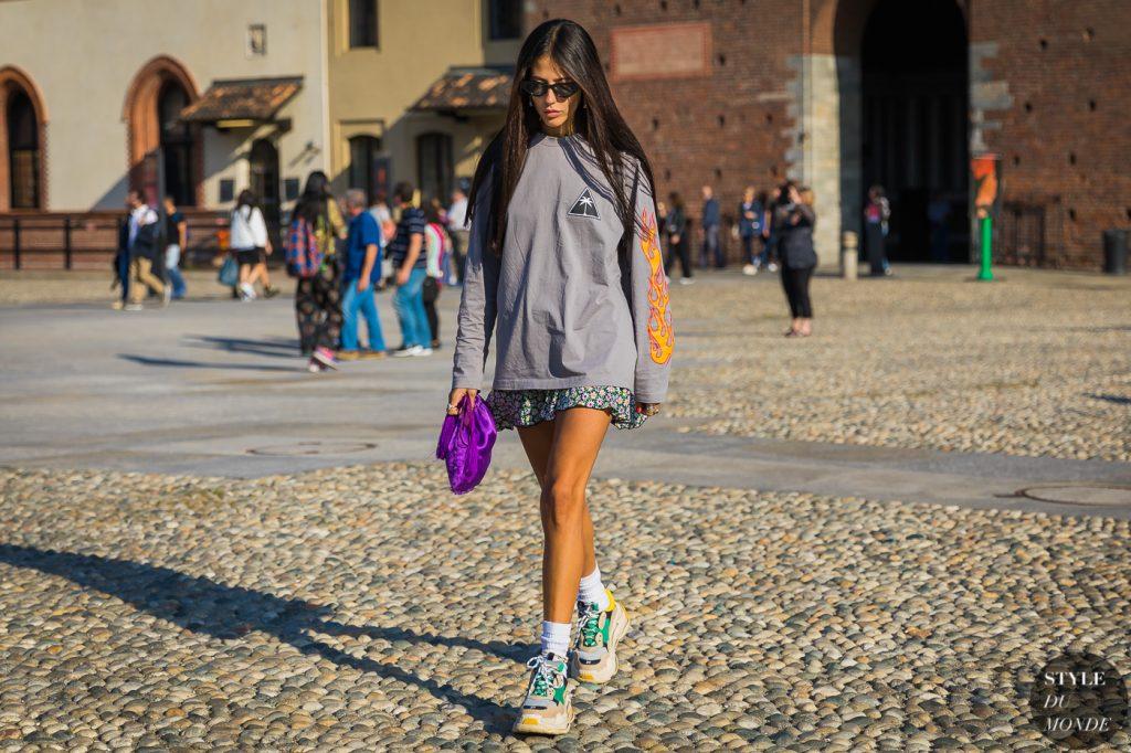 thời trang cung cự giải áo thun tay dài màu xám giày sneaker chunky