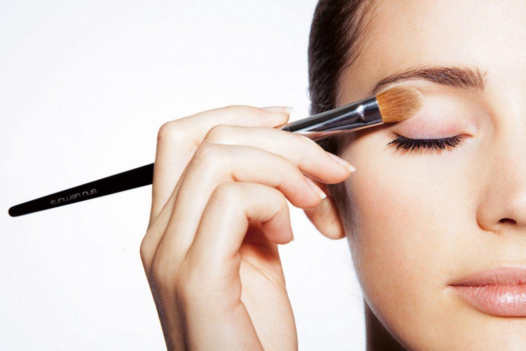 Bí mật đằng sau một lớp trang điểm đẹp có phải chỉ dựa vào kỹ năng makeup? Ảnh: Imaxtree.