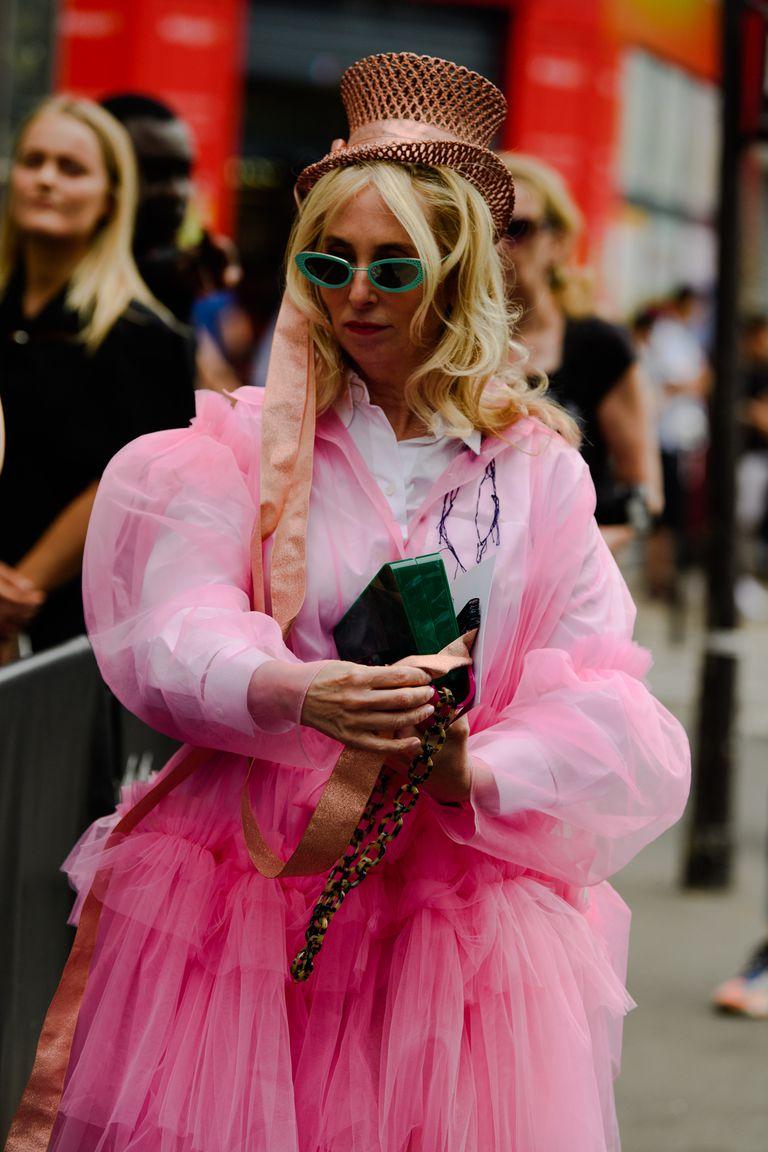 Chiếc mũ độc lạ từ Paris Houte Couture Thu Đông 2019