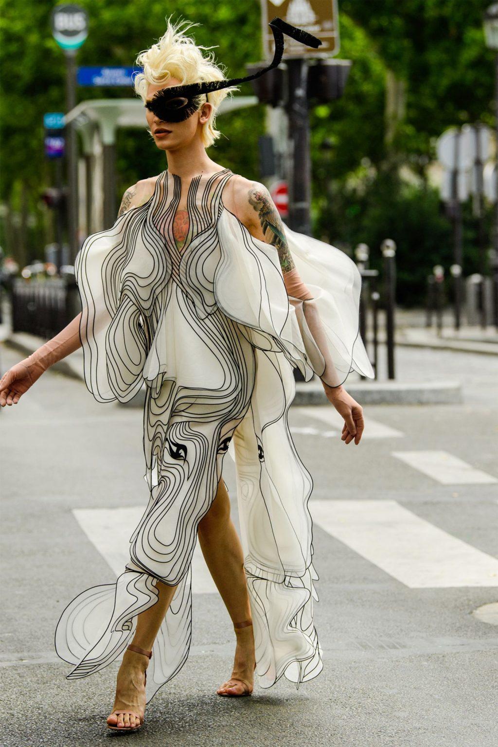 Phụ kiện độc lạ - mặt nạ che mắt từ Paris Haute Couture