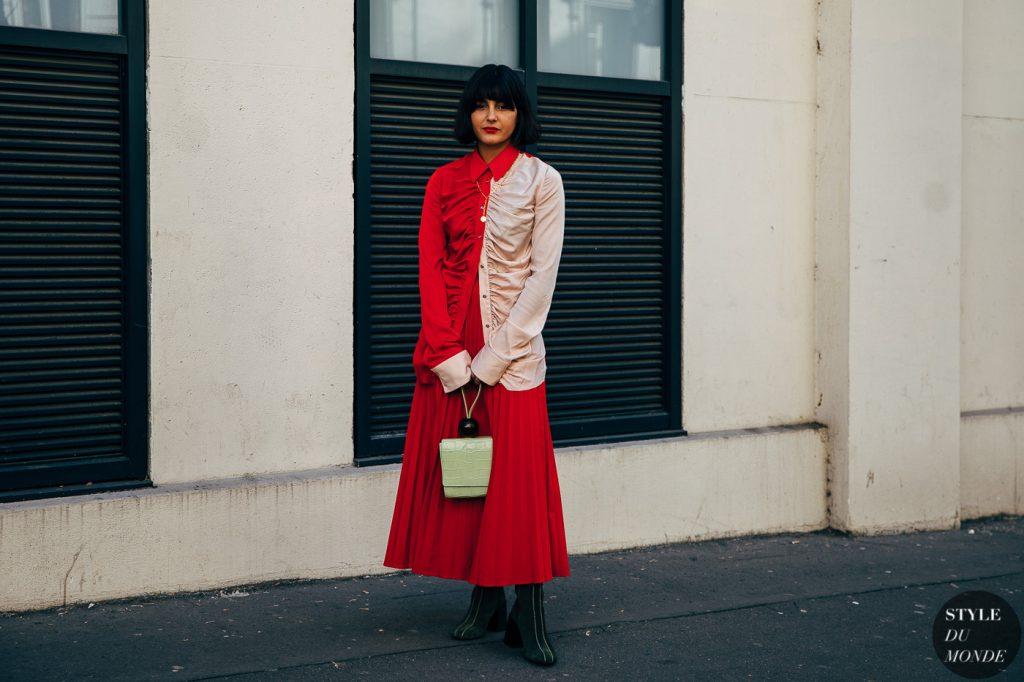 Maria Bernard sơmi lụa hồng đỏ váy xếp li đỏ paris