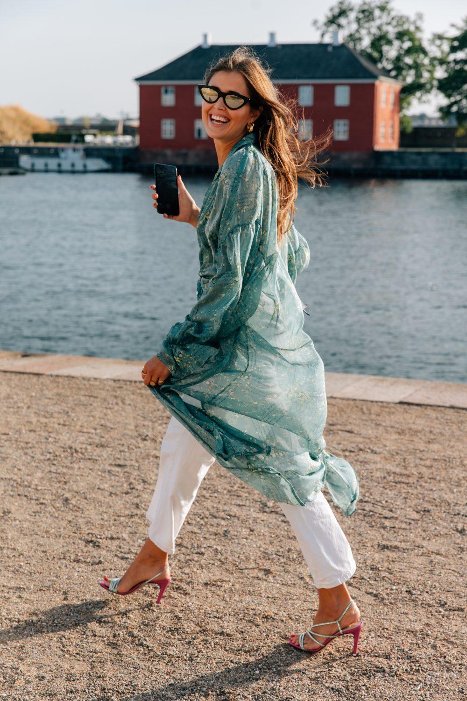 đầm sơmi lụa xanh ngọc tuần lễ thời trang copenhagen