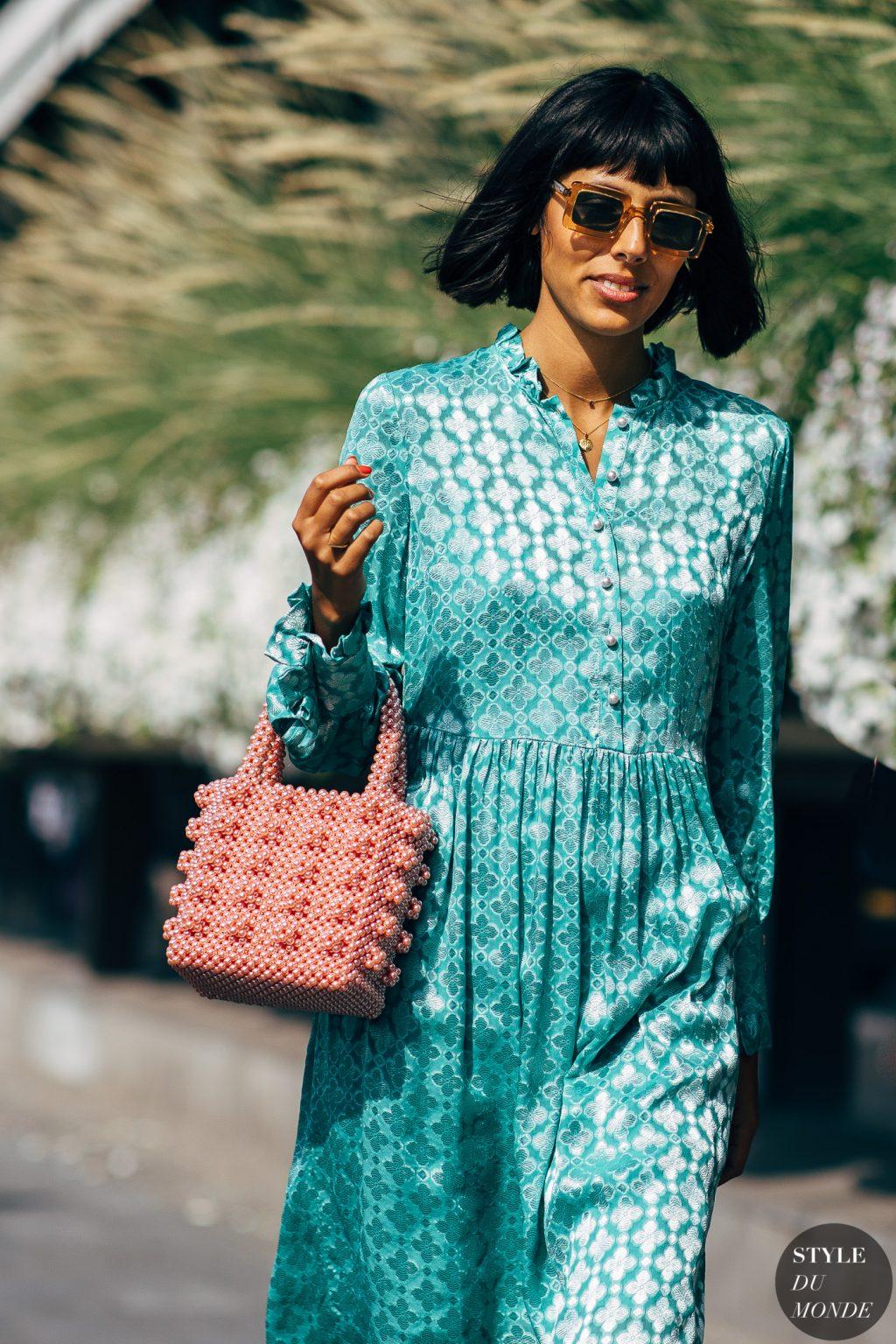 túi xách kết hạt đầm shirtdress lụa màu xanh