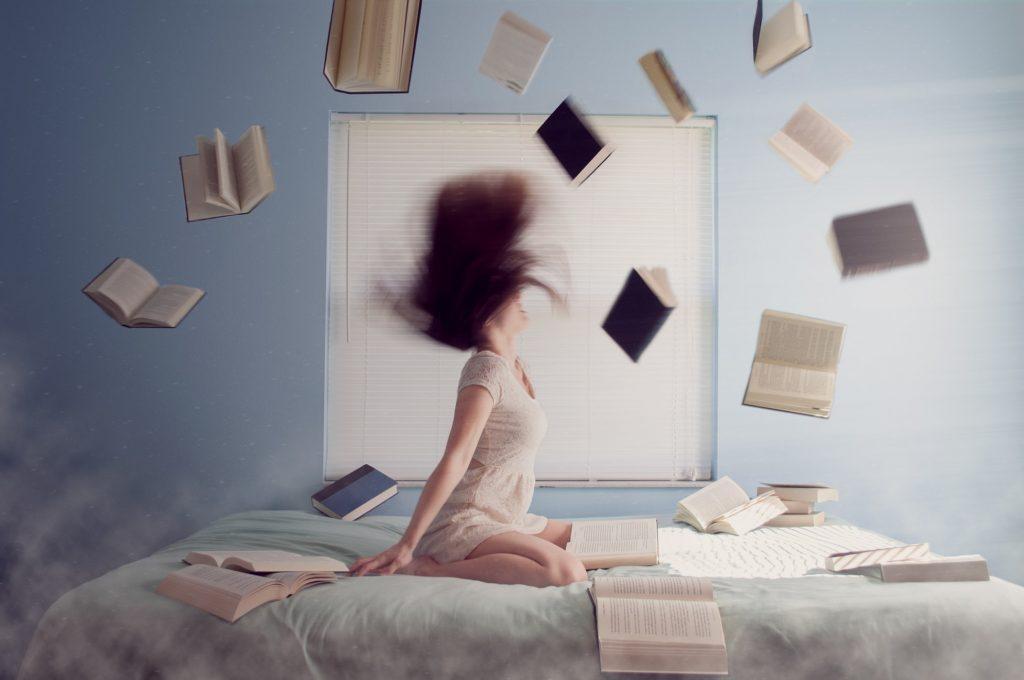 những quyển sách tung bay
