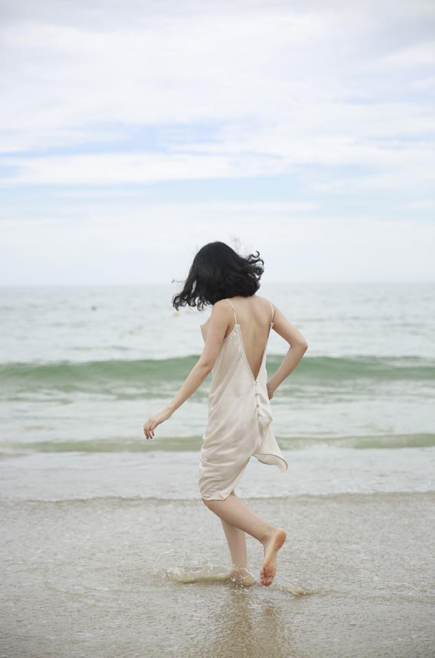 slip dress lụa cut out màu kem - facebook ms thùy trang