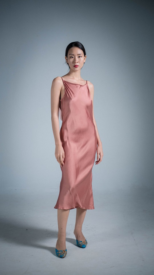 slip dress bằng lụa màu hồng - LAM Boutique