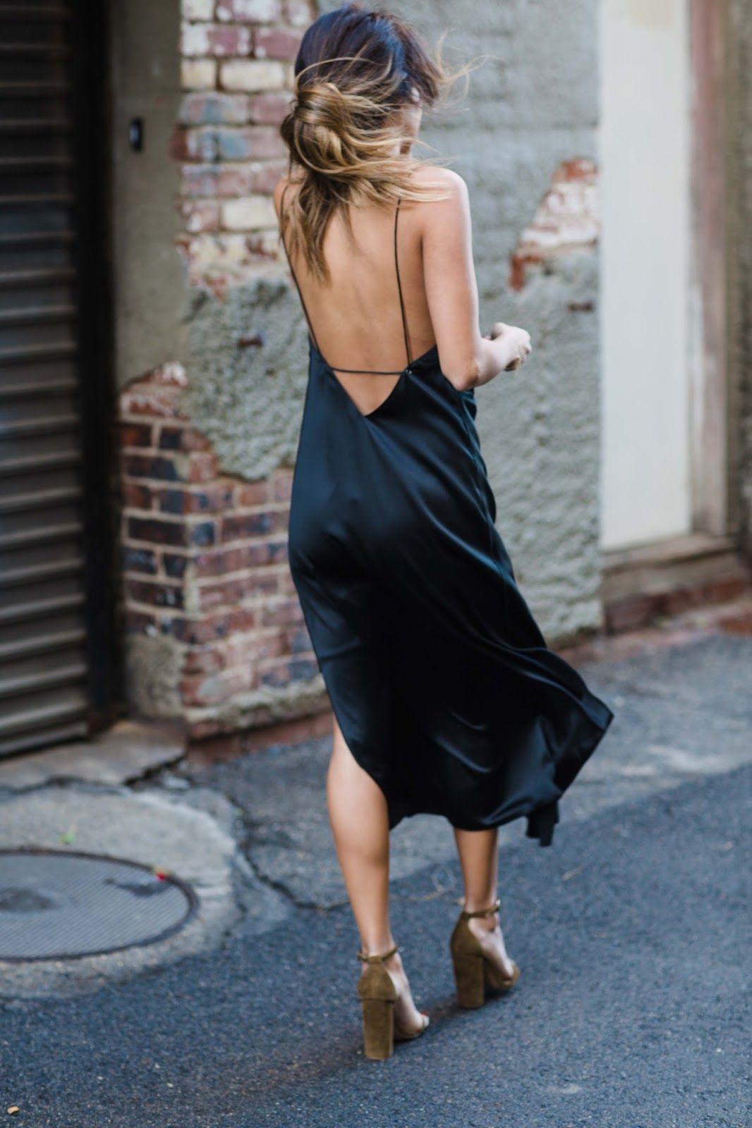 slip dress lụa màu đen hở lưng