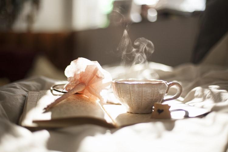 tách trà bốc khói