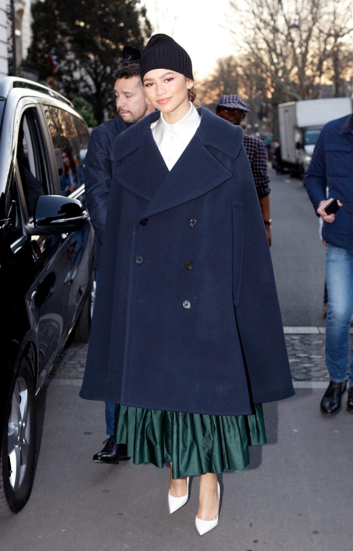 Phong cách thời trang Zendaya trong chiếc áo khoác blazer rộng thùng thình
