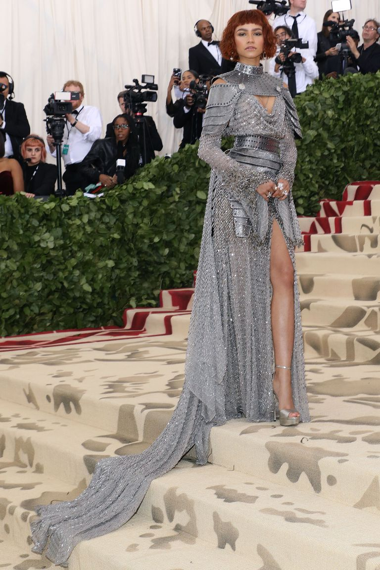 Zendaya mặc trang phục lấy cảm hứng Joan of Arc