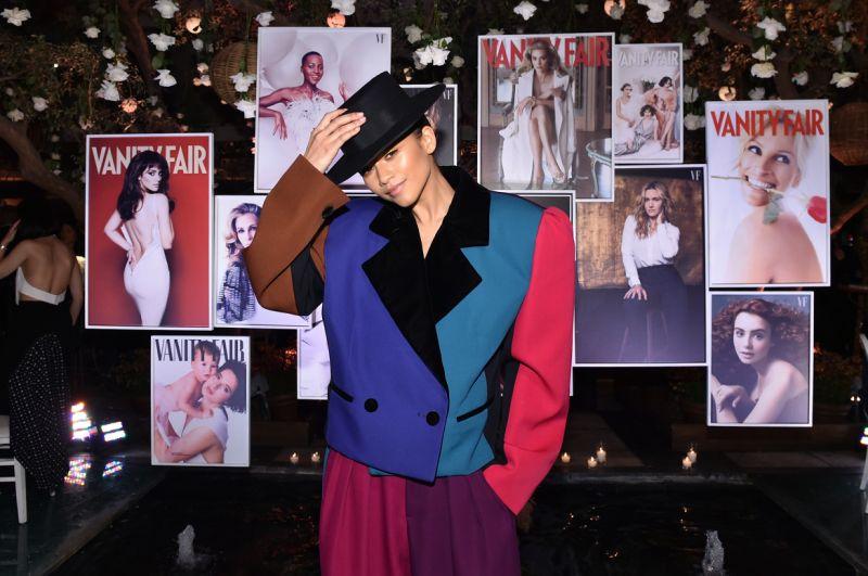 Phong cách thời trang Zendaya với áo vest rộng thùng thình