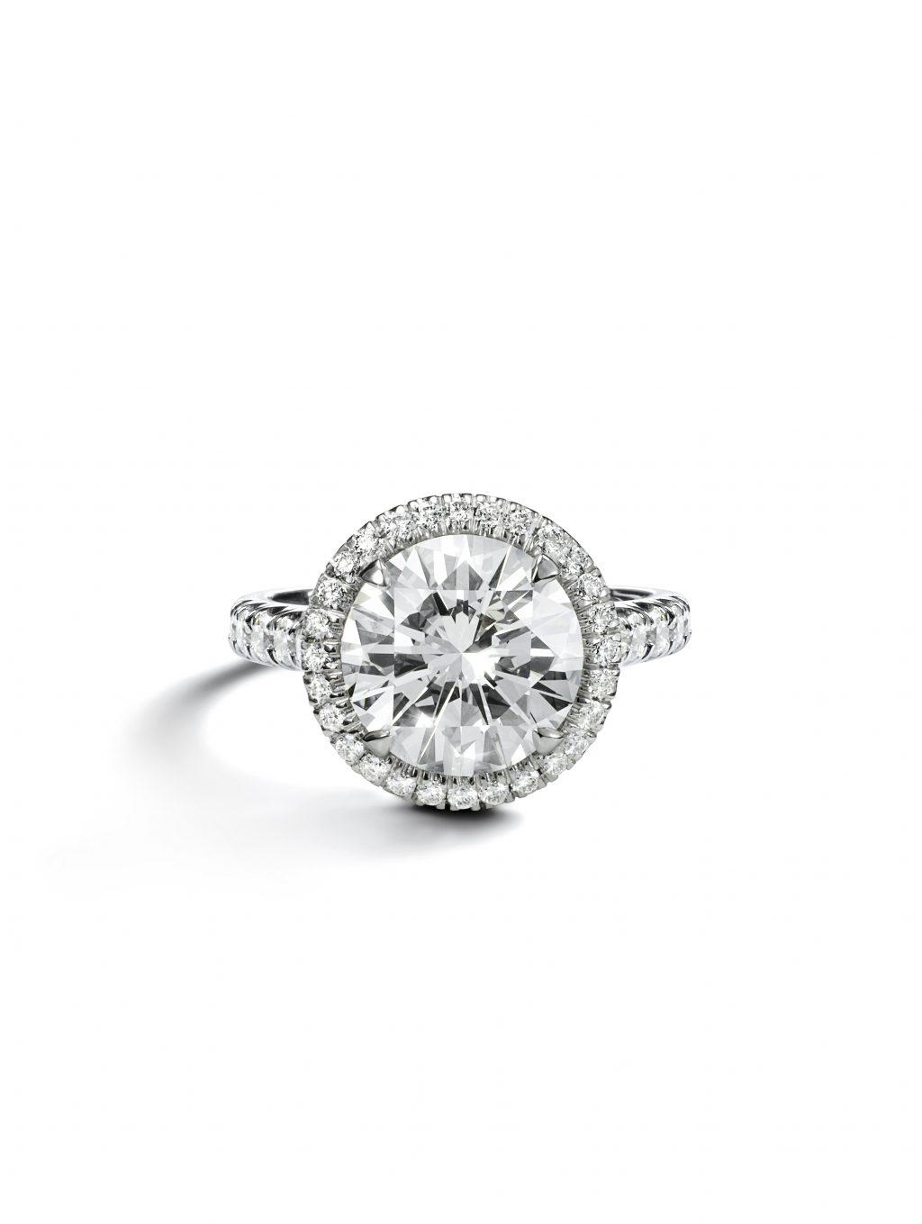 Nhẫn đính hôn kim cương Cartier
