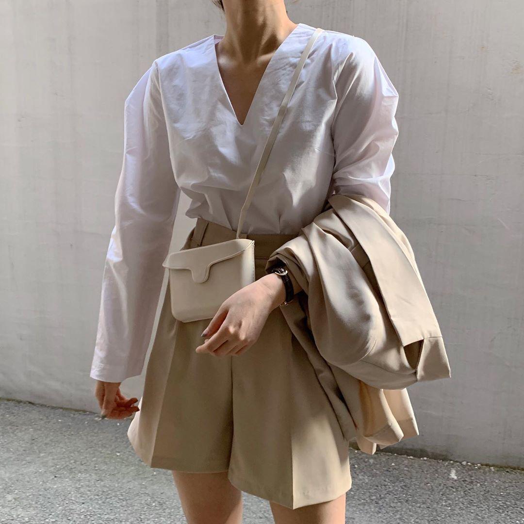 Phối quần shorts theo phong cách smart casual - quần có gam màu nhã nhặn