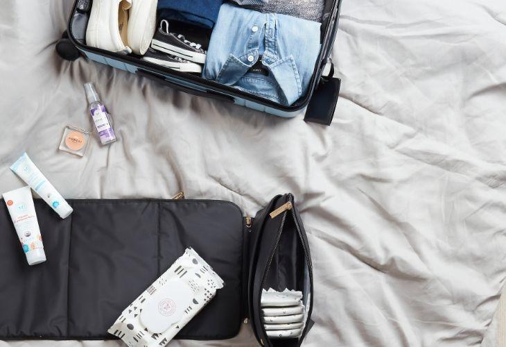 cách xếp mỹ phẩm vào vali khi đi du lịch