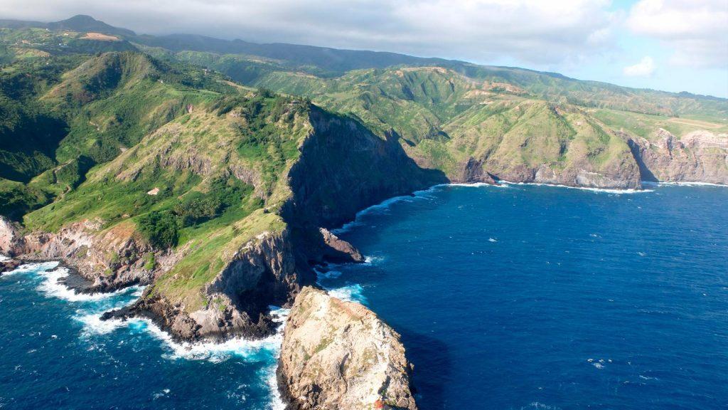 Hawaii là nơi đầu tiên thông qua dự luật cấm các loại kem chống nắng có chứa oxybenzone và octinoxate. Ảnh: gadventures.com.