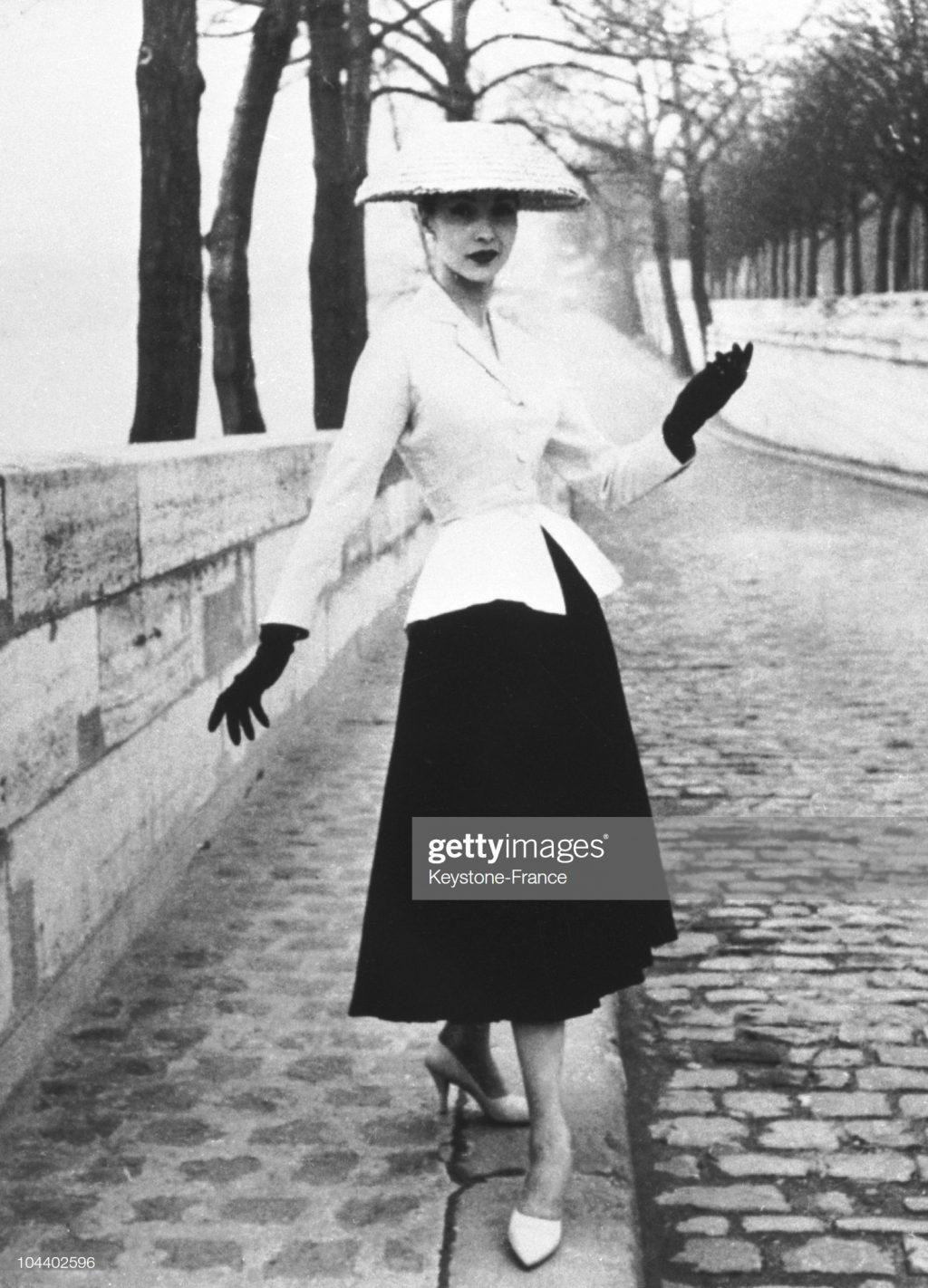 bộ trang phục nổi tiếng thuộc bộ sưu tập New Look của Dior vintage năm 1947