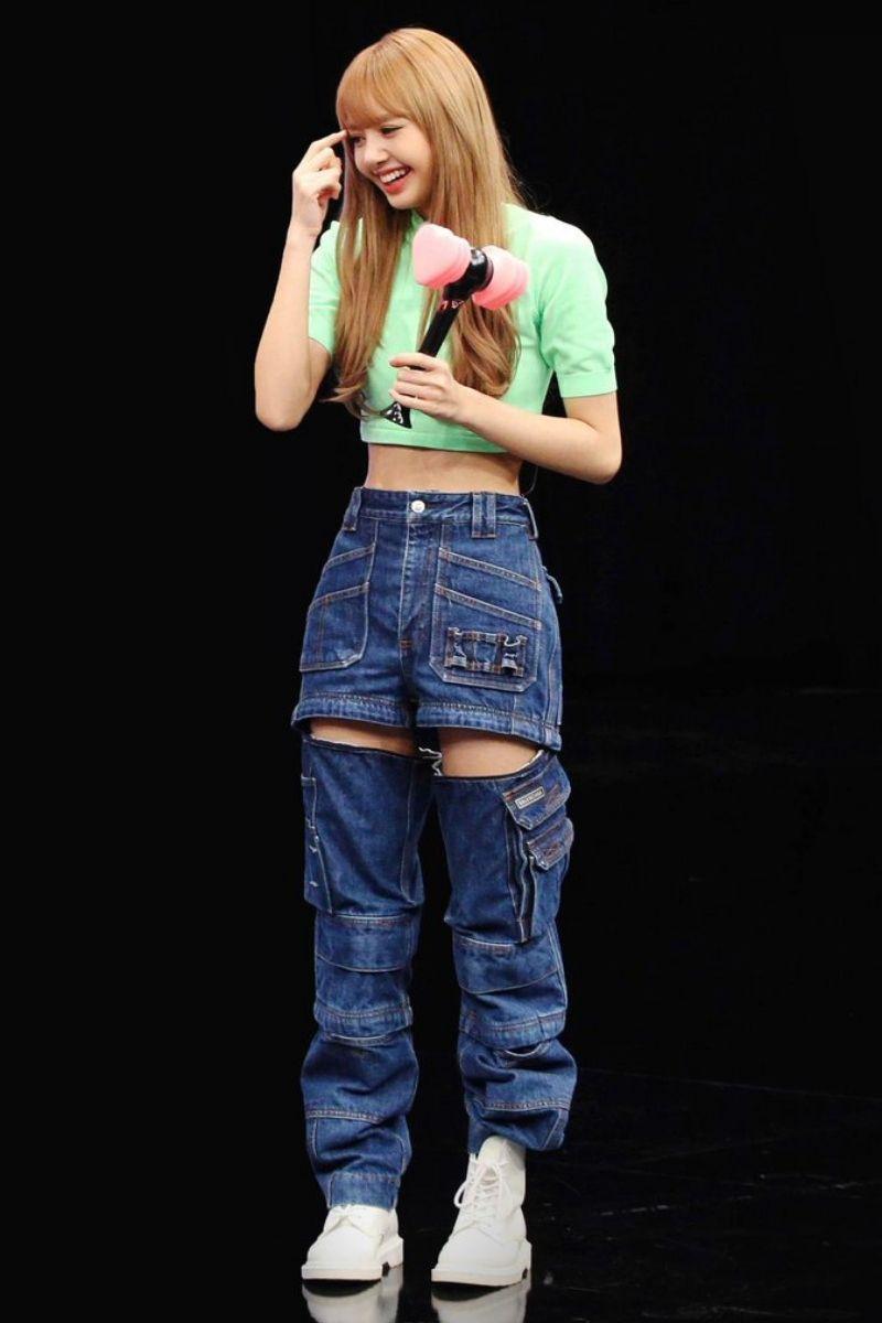 Thời trang của Lisa Blackpink và thiết kế quần rách ngang đùi
