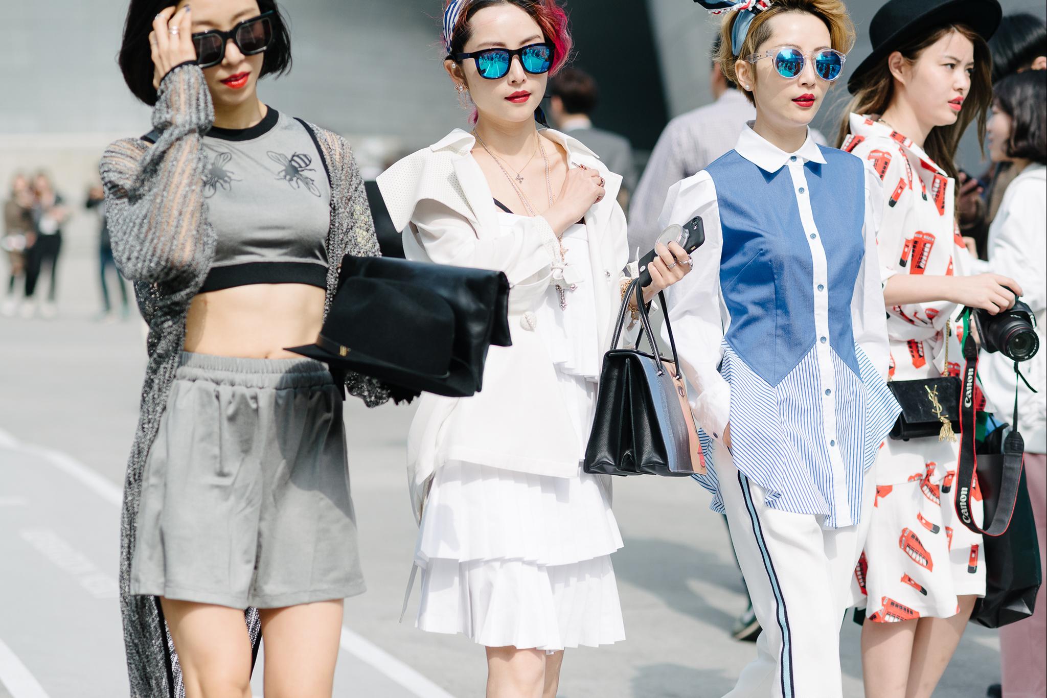 ba fashionista mặc đồ theo phong cách monochorme seoul fashion week 2
