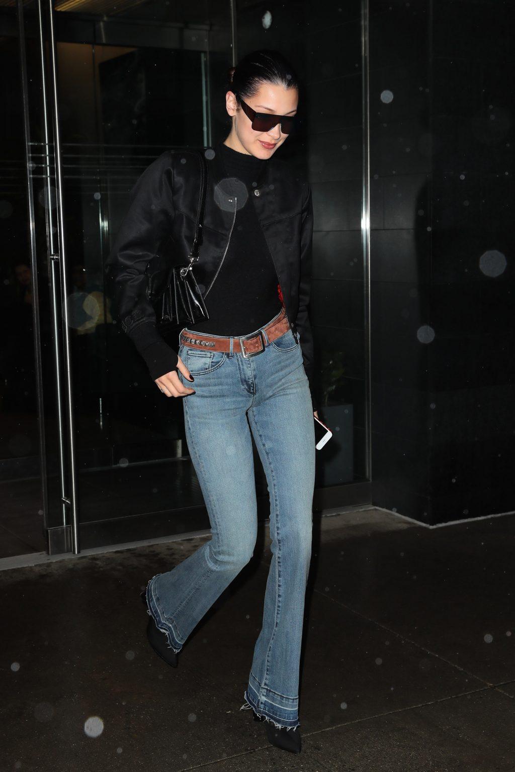 Bella Hadid diện quần ống loe theo phong cách retro thập niên 70