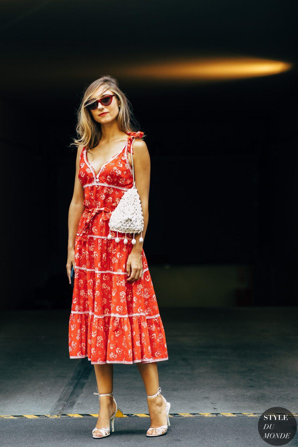 giày cao gót trắng đầm hoa đỏ jenny walton