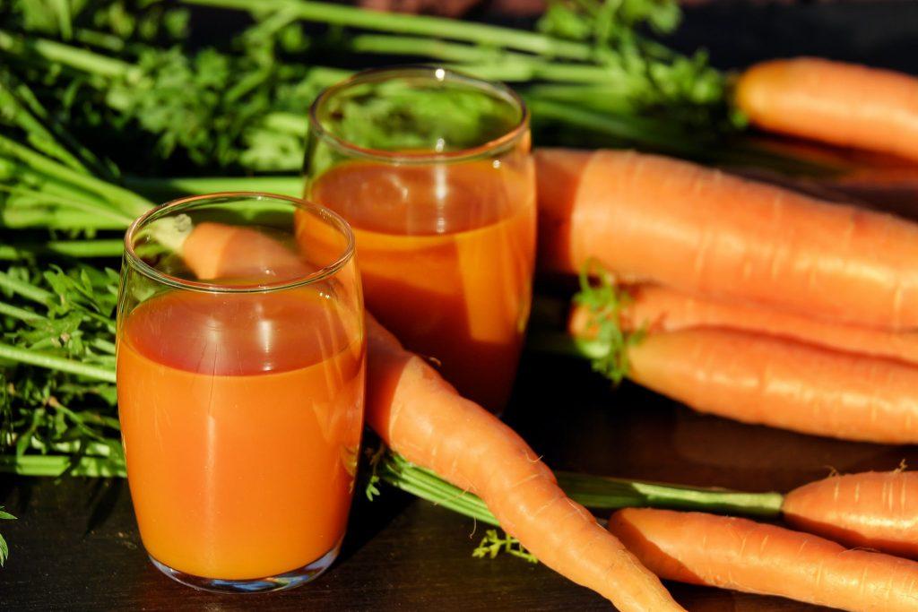 nước ép cà rốt làm đẹp với cà rốt