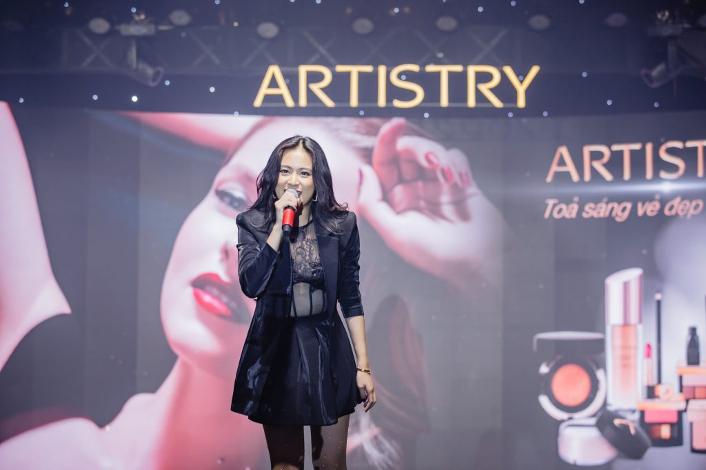 Hoàng Thùy Linh tại sự kiện Artistry