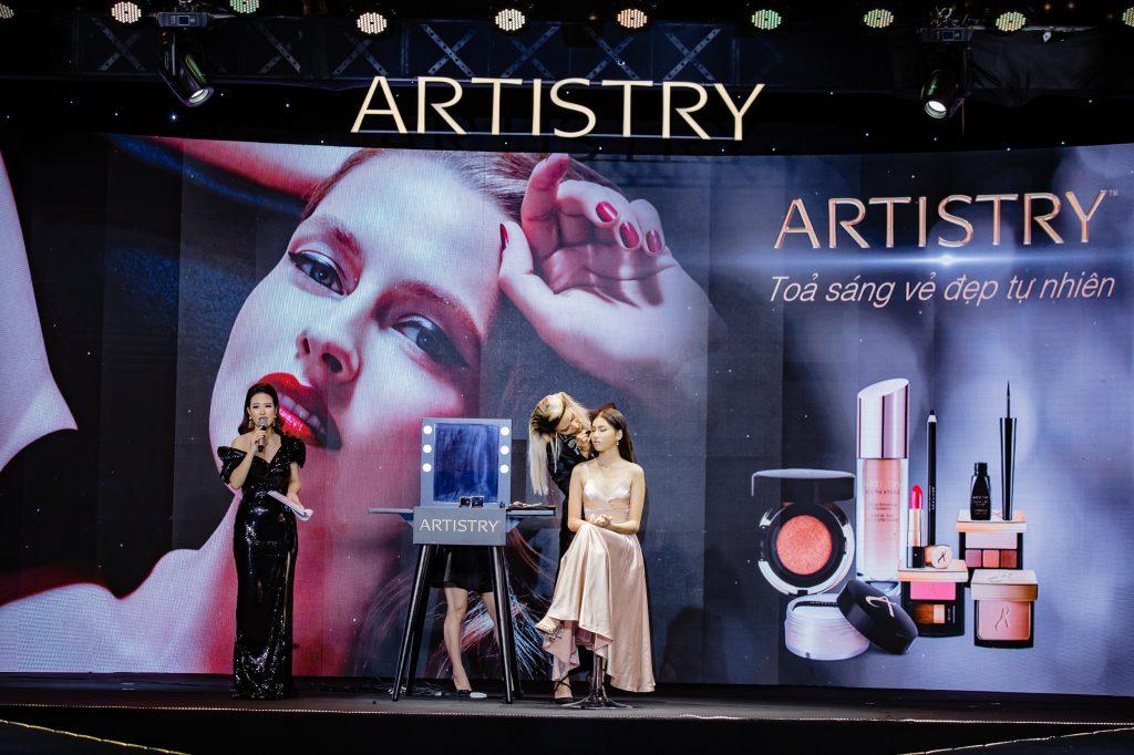 Mid Nguyễn tại sự kiện Artistry
