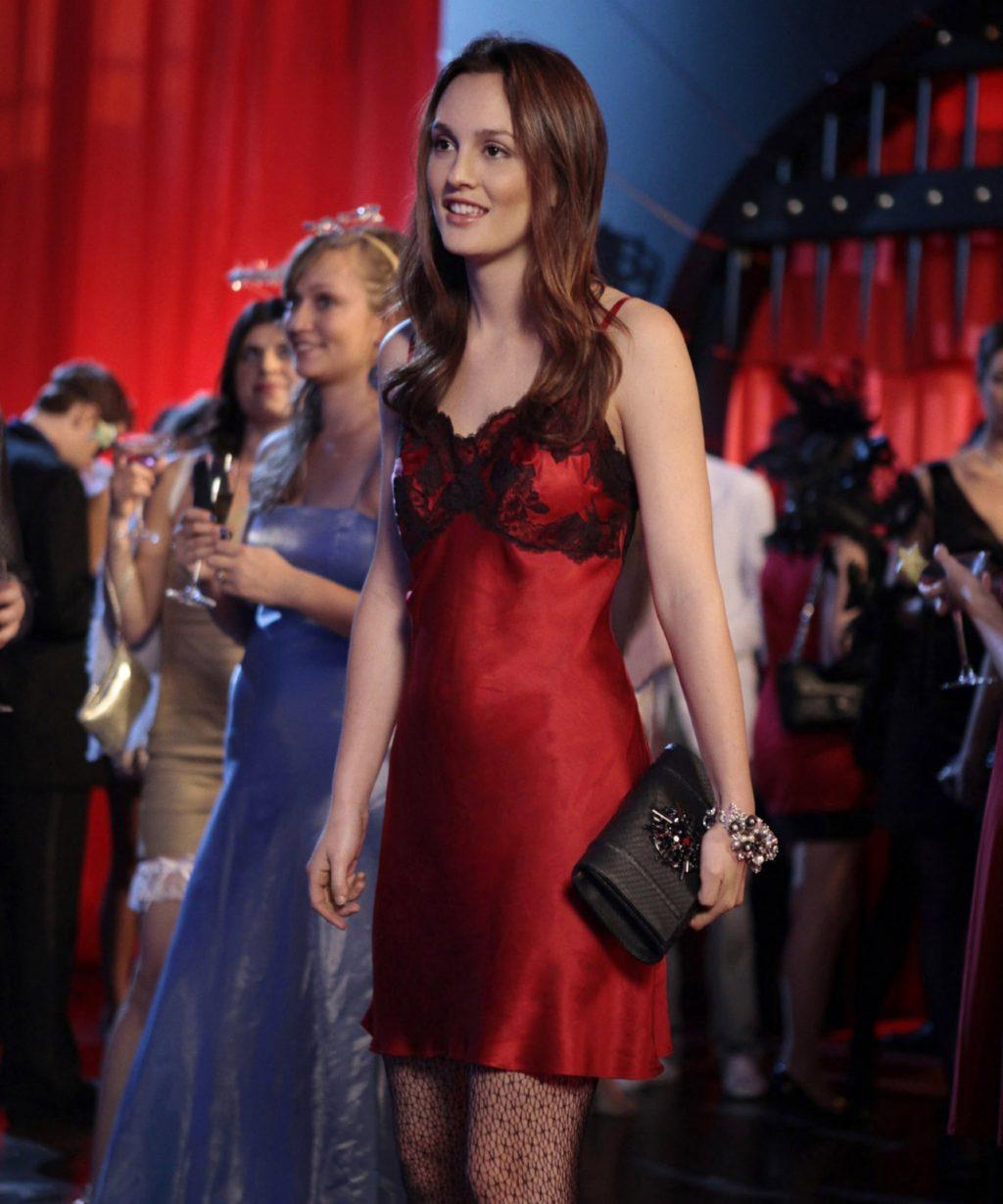 Thời trang trong phim Gossip Girls Blair diện slip dress