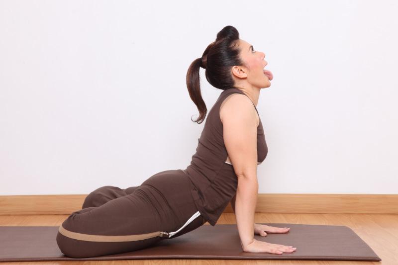 bài tập yoga - tư thế sư tử 01