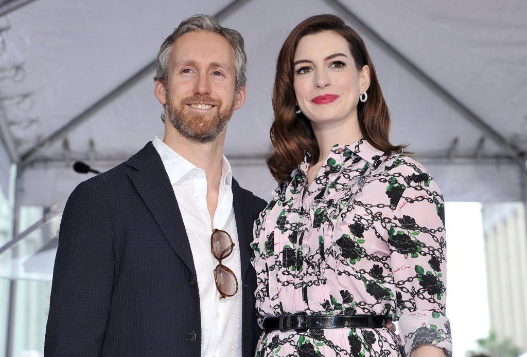 anne hathaway và chồng mình