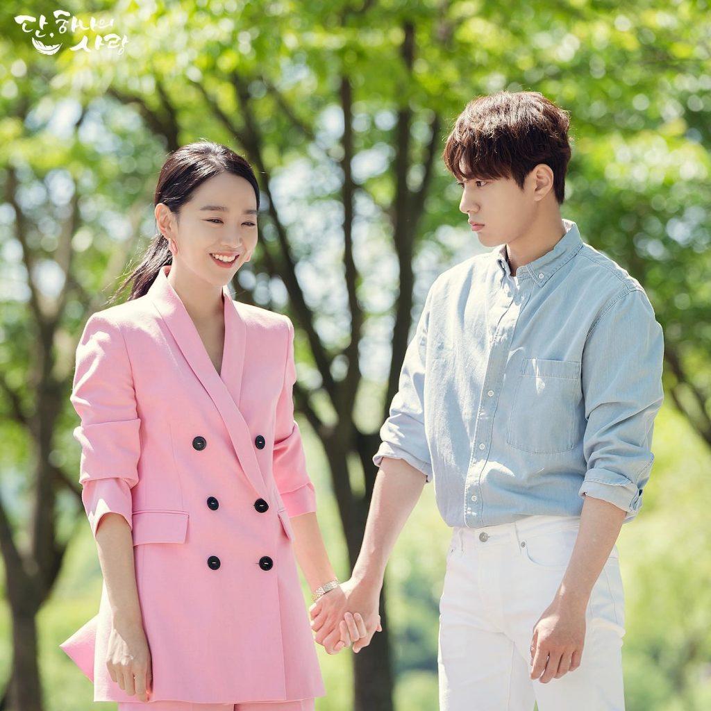 shin hye sun thời trang trong phim blazer hồng