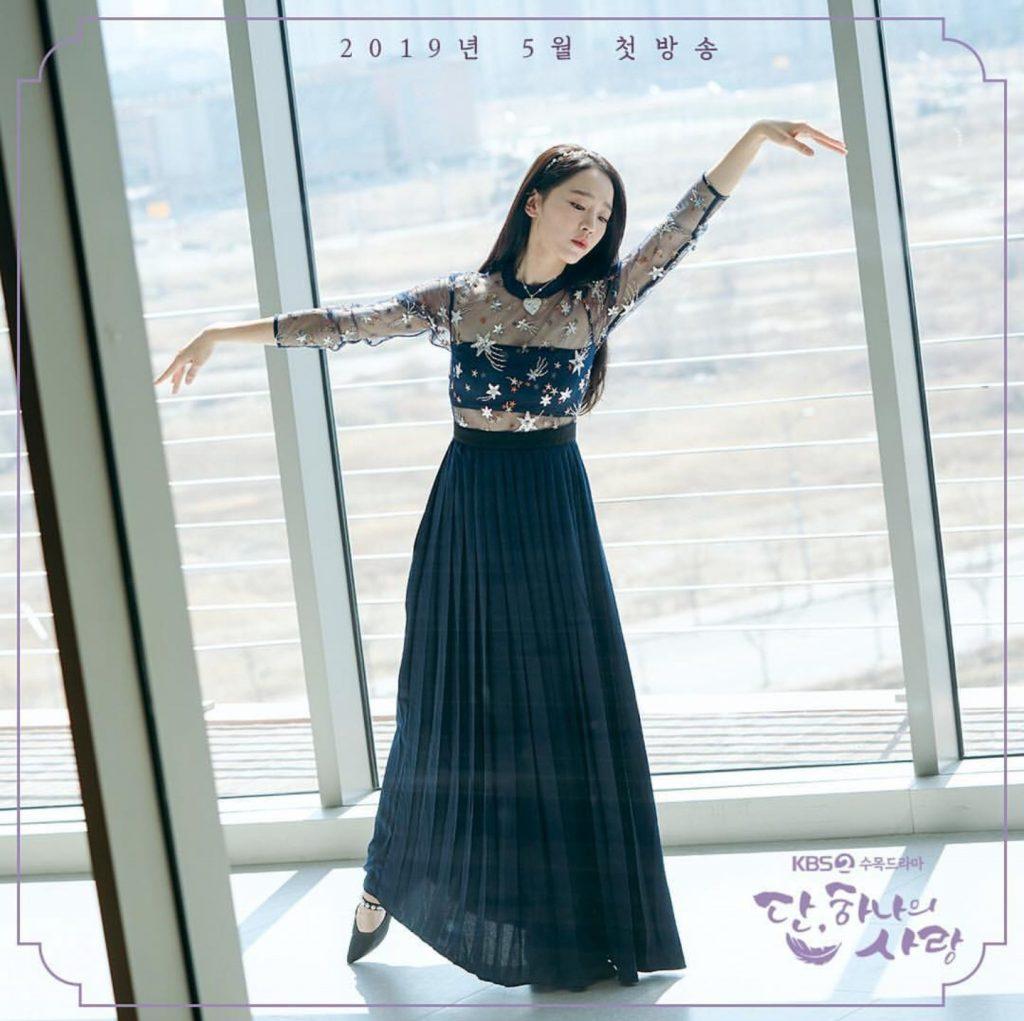 shin hye sun đầm hoa đen múa ba lê