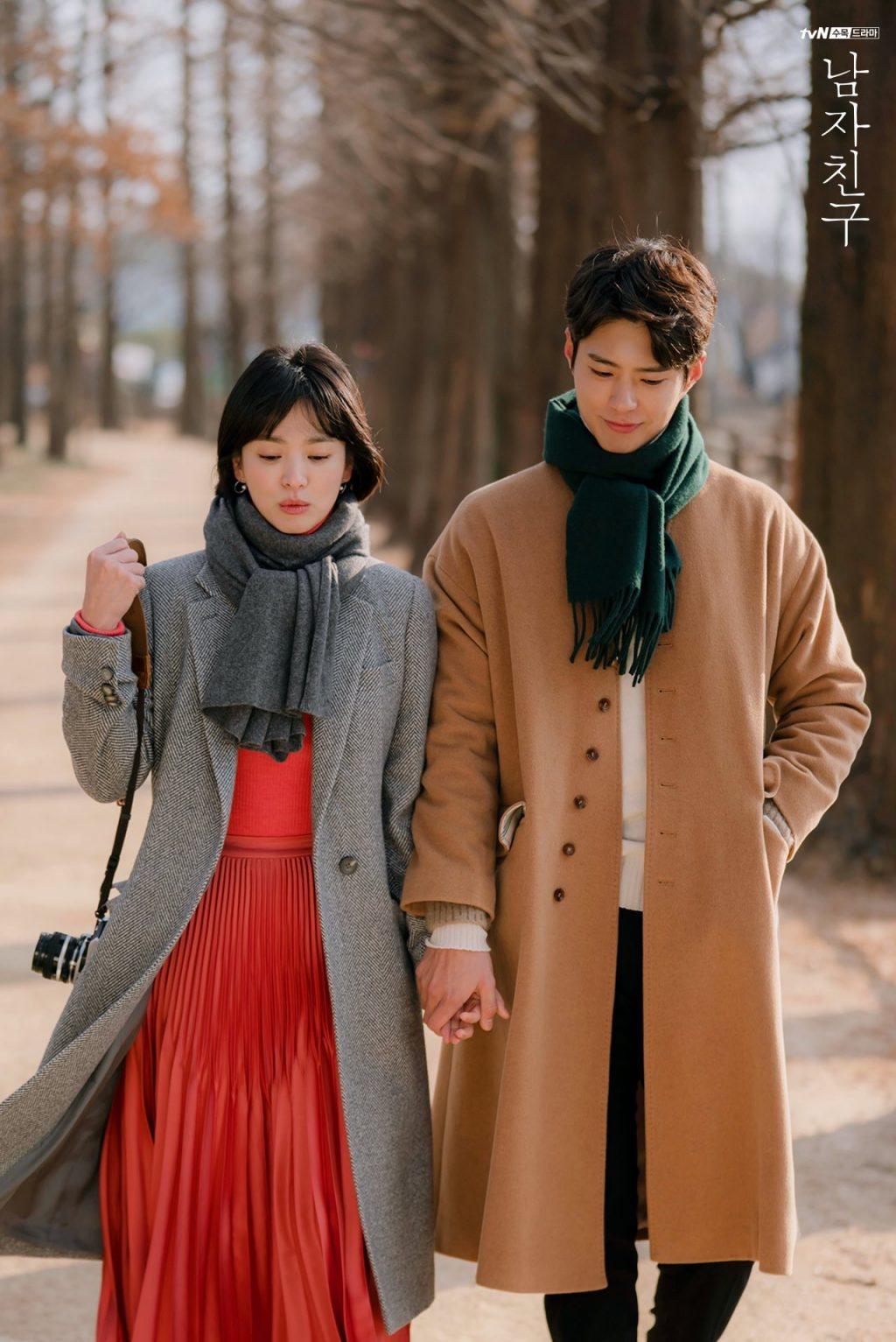song hye kyo trench coat đầm xếp li đỏ khăn choàng