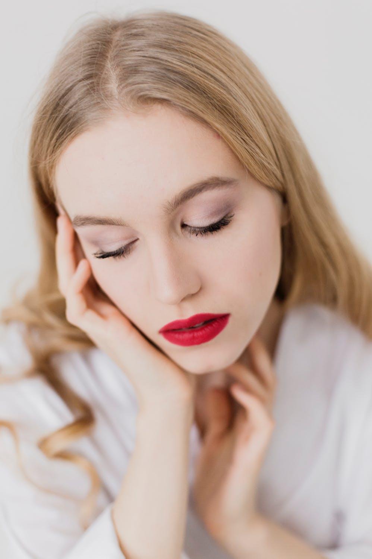cô gái môi đỏ phương pháp peel da