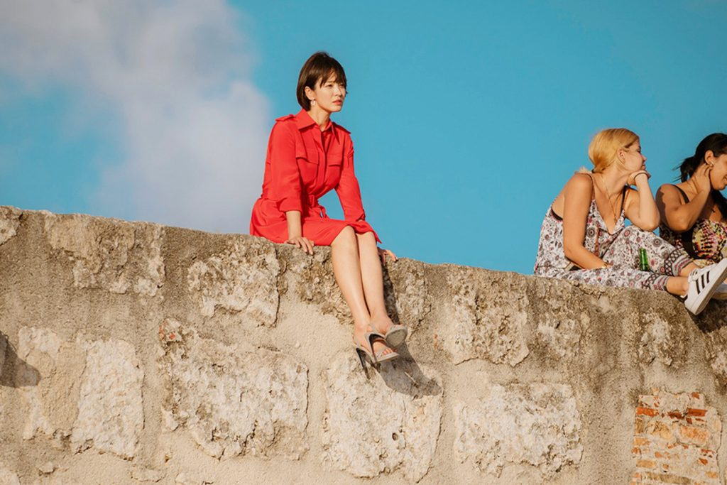 song hye kyo đầm sơmi đỏ cuba