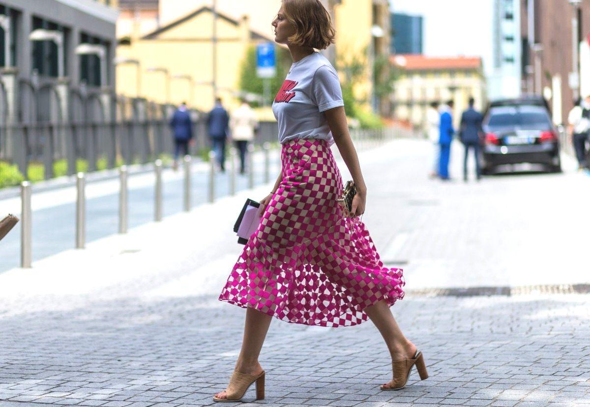 Áo t shirt Phối cùng chân váy ấn tượng