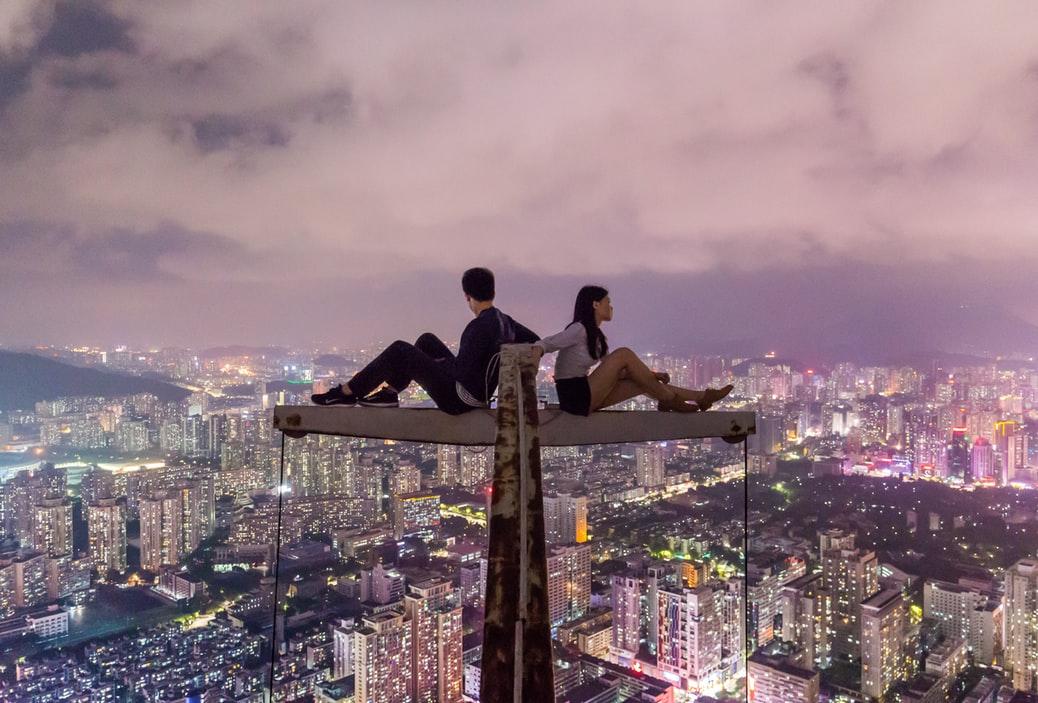 Cặp đôi đấu lưng trên cao