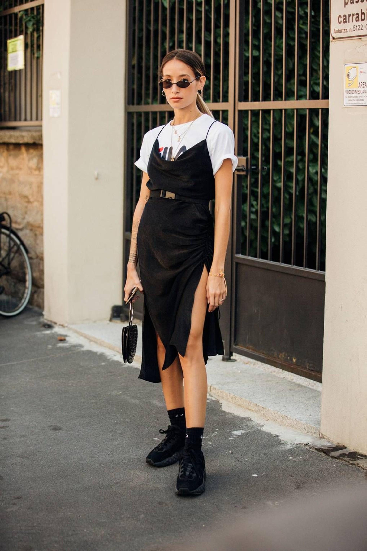 Áo phông phối cùng slip dress