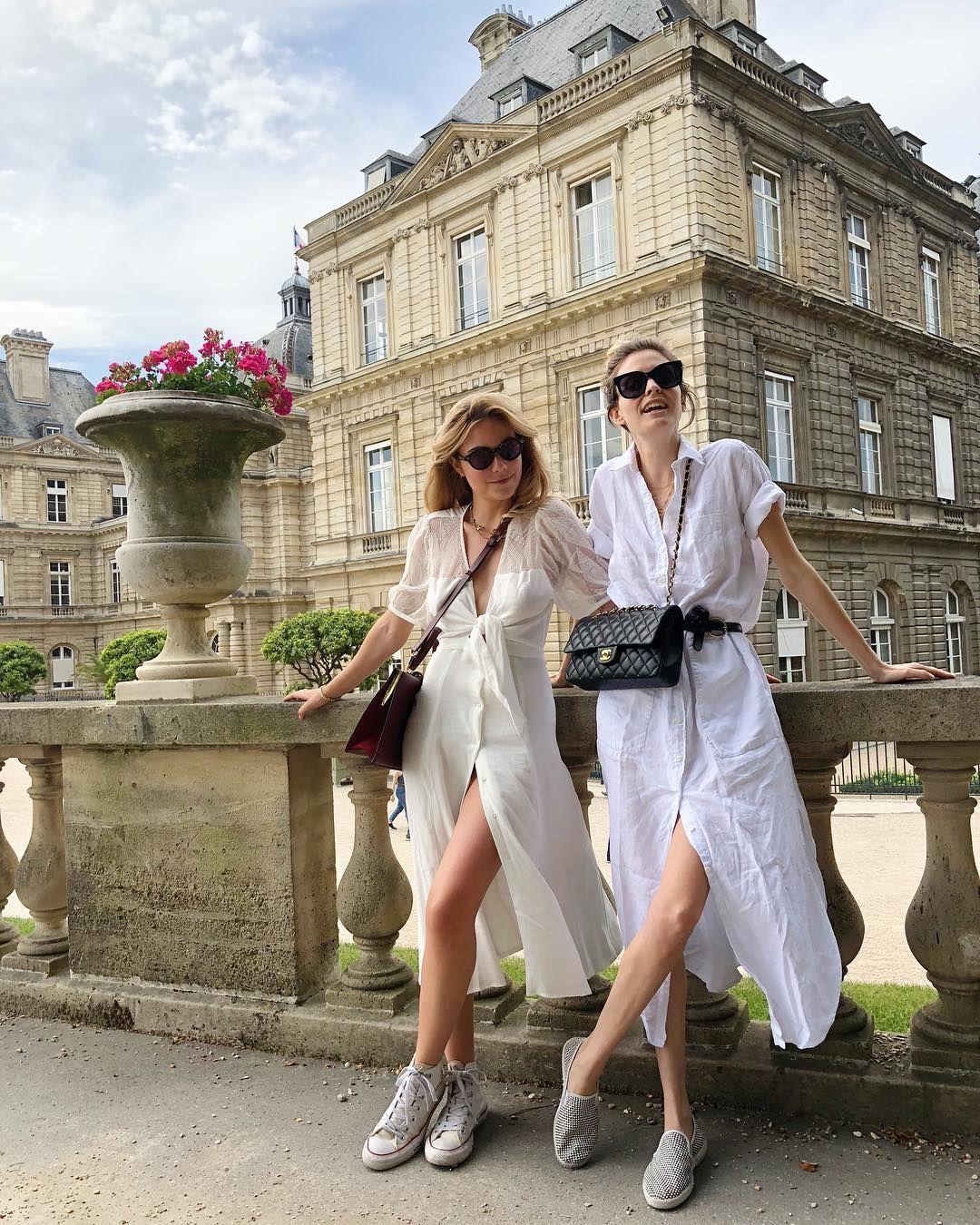 cách phối đồ ăn ý với bạn thân - fashionista mặc đầm sơ mi trắng