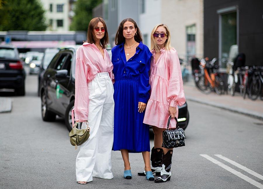 cách phối đồ ăn ý với bạn thân - fashionista mặc đồ màu xanh dương và hồng