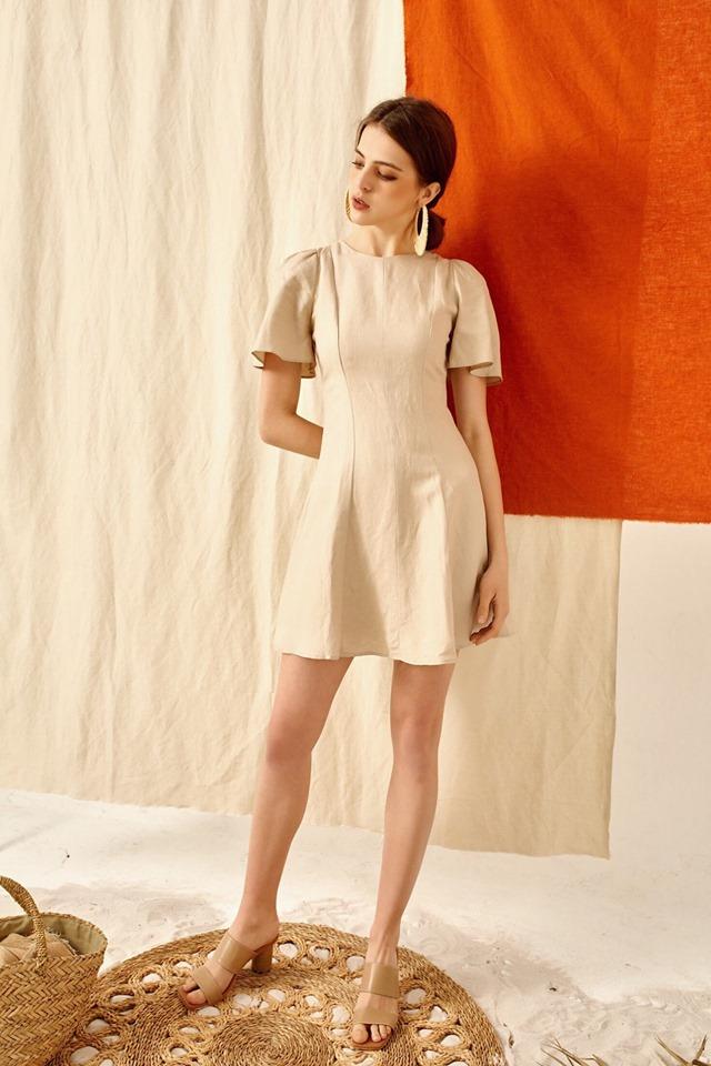 trang phục linen - đầm màu be ngắn tay