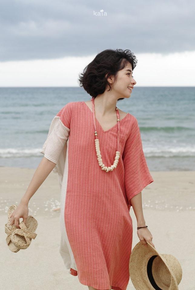 trang phục linen - đầm màu hồng tay áo trắng