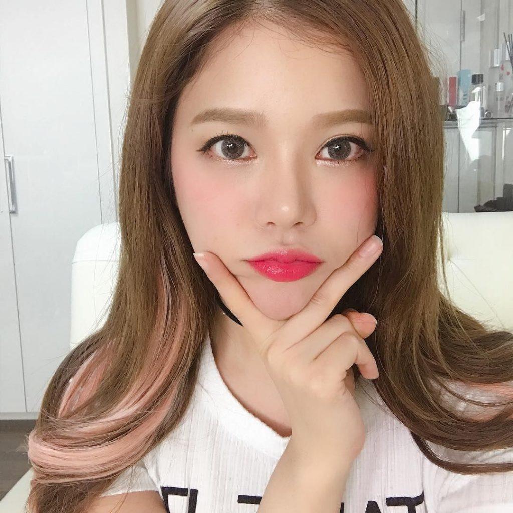 màu son môi hồng cánh sen h4