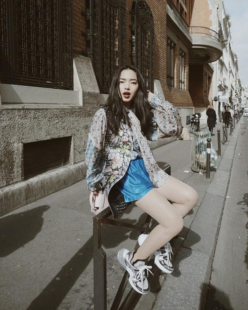 """Châu Bùi là fashionista liên tục """"chưng diện"""" Louis Vuitton Archlight sneakers"""
