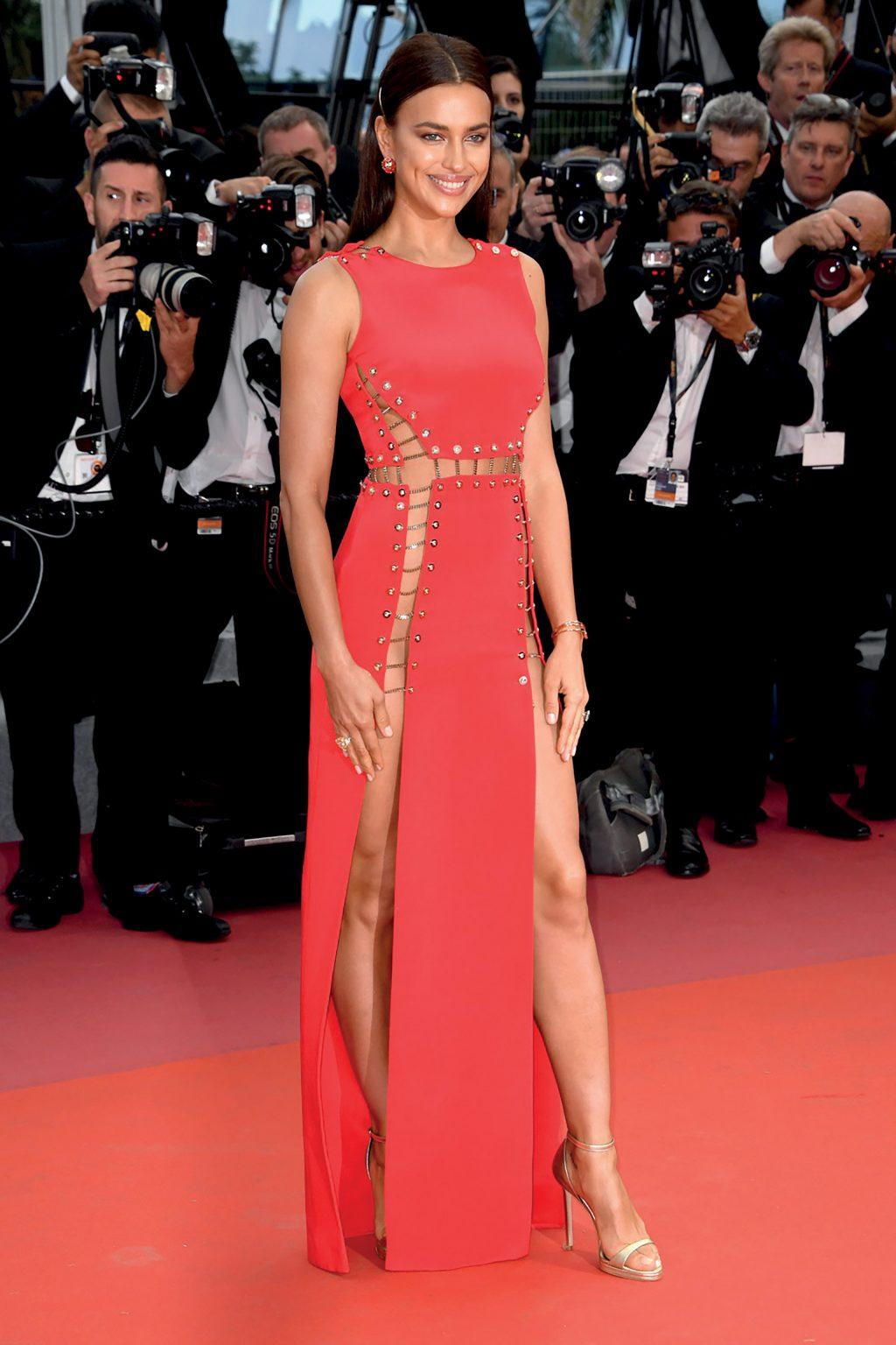 Irina Shayk mặc đầm đỏ gợi cảm trên thảm đỏ